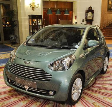 Londonban ideális a Cygnet - kényelmes és könnyű vele parkolni. Stirling Moss feleségének is jó lesz