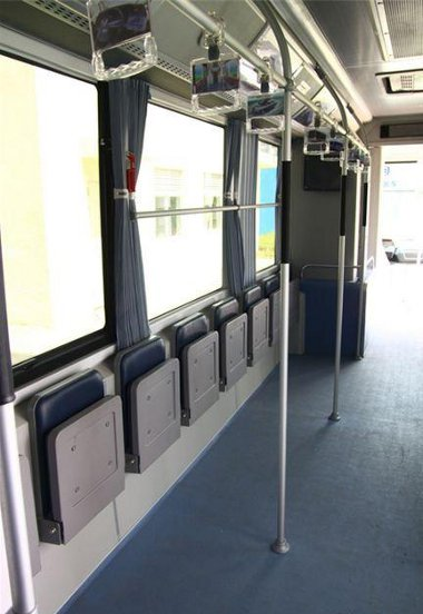 Inkább álló- mint ülőhelyek vanak a BYD K9 elektromos autóbusz utasterében