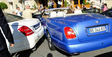 Luxusautó luxusautó hátán - jelentős anyagi kár Monte Carlo-ban