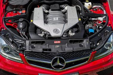 SLS AMG belsőségekkel növelték 517 lóerőre a 6,2 literes V8-as szívómotor teljesítményét