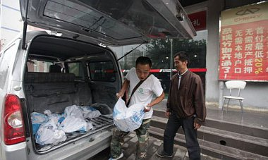 Teherautónyi pénzzel ment autót vásárolni Wang úr, mégis elzavarták