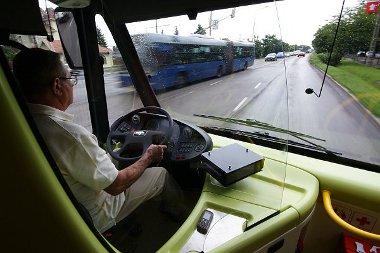 Több rakodóhelye van a sofőrnek a helyközi változat belsejében