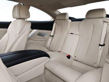 Elöl igazán komfortos a BMW 6-os kupé, hátul viszont passzentos a két hely – különösen a fejtér kicsi