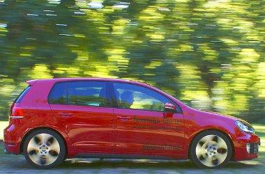 Immár 211 lóerős a kétliteres benzines turbómotor, azonban még mindig túlárazott autó maradt a Volkswagen Golf GTI