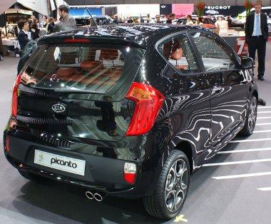 Genfben mutatták be, de csak mostantól rendelhető a háromajtós Picanto. Az új felépítménnyel együtt megjött az 1,25-ös négyhengeres benzinmotor is