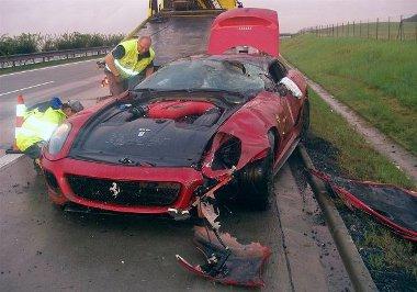 Veszélyes kombináció a 69 éves ittas sofőr és a Ferrari 599 GTO
