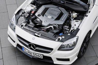 422 lóerős szívó V8-ast kap az SLK 55 AMG