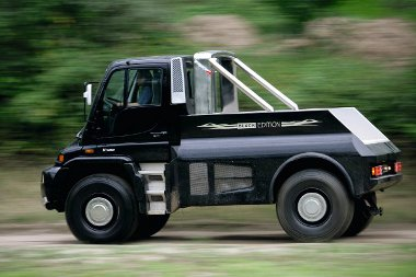 2007-ben Dubaiban mutatták be a 286 lóerős Brabus Unimog U400 Black Editiont