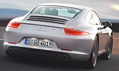 Gyorsabb és takarékosabb lett a 911-es, a motorleállító széria