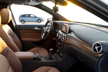 Nagyon puccos belsőt is lehet kérni a kecskeméti Mercedes B-osztályhoz, fabetét helyet tlehet majd textil-szerűen mintázott műanyagot is kérni