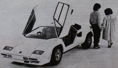 Lamborghini Countach 1:2 méretarányban, 300 cm3-es erőforrással