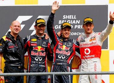 Button újra ott van a dobogón - a két Red Bull mellett