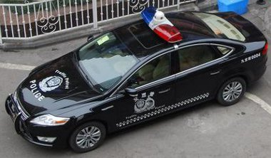 Tolóvas a Mondeo elején, kamera a fényhídban - mindenre felkészül a kínai rendőrség