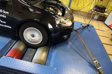 A teljesítménymérésen a gyári értéknél 10 lóerővel és közel 20 Nm-rel többet produkált a motor