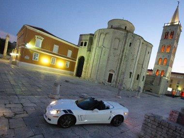Corvette kabrió Zadar főterén. Egyedülálló élmény volt, az autó vezetésével egyetemben