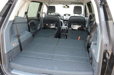 Hét üléssel 56 literes a hátsó, ledöntve 1706 literesre növelhető