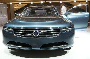 Nagyon dögösen néz ki élőben a Volvo bálna-kupé. Tessék gyártani!
