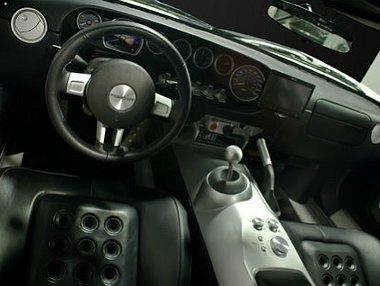 Kívül-belül makulátlan állapotban kínálják Jenson Button Ford GT-jét eladásra