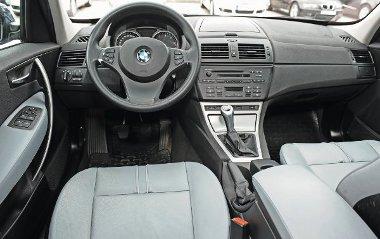 """Ingerszegény BMW-belső, az anyagokon nem érződik a márka """"prémium"""" mivoltának varázsa"""