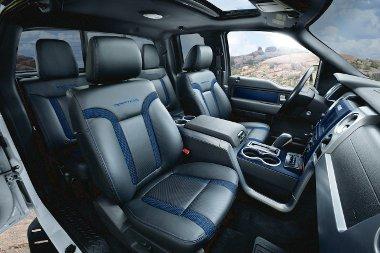 Kék színű belsővel is rendelhető a Raptor az új modellévben