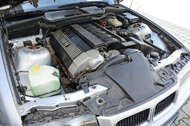 192 lóerővel és 245 Nm-rel bír a 325i