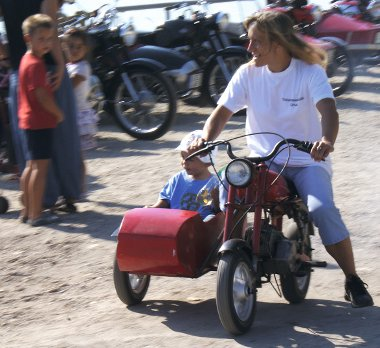 Oldalkocsis Romet Pony, gyerekkel, anyukával
