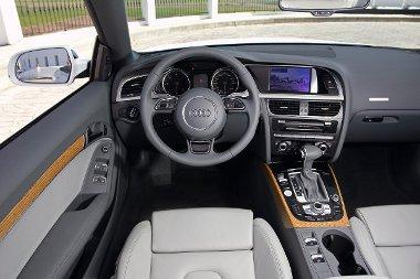 A kifogástalan sem elég jó az Audinak: tovább finomították a minőségérzetet. Nemcsak a volán, hanem az egész kormánymű is új