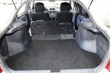Hiába kisebb a Carisma hátsója, bővíthetősége jobb az S40-esénél