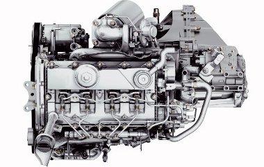 Szokatlan perspektívából, felülről látjuk a közös nyomócsöves, 2,2 literes Duratorq TDCi motort, amelynek környezetvédelmi besorolása Euro-5-ös