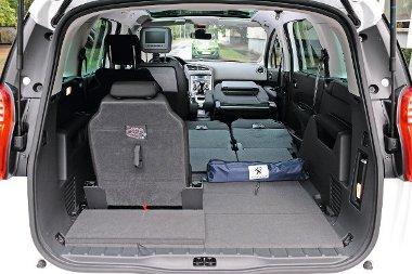 Jól variálható a csomagtér, a padló hossza akár 2,76 m is lehet