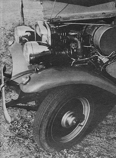Az immár fél évszázados öreg autó kívül-belül ma is szinte úgy ragyog – és éppen olyan jó is – mint új korában