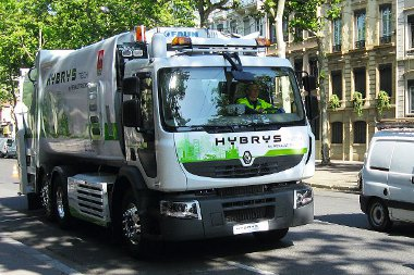 Hangtalan és szagtalan kukásautó a Renault Premium Hybrys Tech