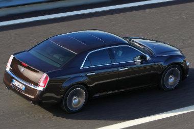 Régi Lancia csúcsmodelleket idéz a Thema hátsó lámpáinak kialakítása