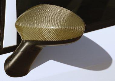 Különleges megoldás a tükrökön és a diffúzoron a spéci aranykarbon bevonat. Nem fólia!