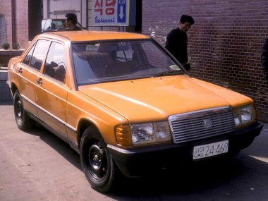 Kb. 100 darab Mercedes 190-koppintás készült