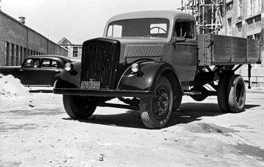 1948-tól az eredeti acélfülkével készült az L 701