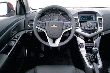 A vaskos kormánykerék és a bajuszkapcsolók egyes Opel modellekből lehetnek ismerősek