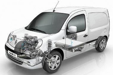 Az elektromotor a Kangoo esetében is elöl kapott helyet a nagy trükk az, hogy a lapos akkumulátort a padlóba tudták integrálni, így a raktér mérete nem változott