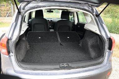 A 410 literes hátsó az osztva dönthető ülések révén tovább bővíthető