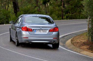 A hibrid 5-ös kizárólag limuzinként érhető el, a kombiból nem terveznek ilyen verziót