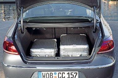 532 liter és osztva dönthető támlák