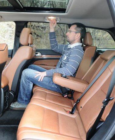 Overland szinten széria a hátsó ülésfűtés és a panorámatető
