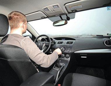 Közvetlen kormányzás, precíz váltó, a sportos vezetési stílust preferálók járművéről van szó
