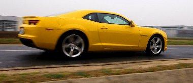 Nem mentes a sztárallűröktől, de imádnivaló előadást nyújt a Chevrolet Camaro