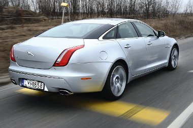 Ramaty a körkilátás az autóból, parkolásnál jól jött volna a tolatókamera (114 268 Ft) segítsége