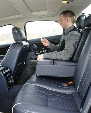 Az XJ-ből sosem lesz ideális sofőrös autó, ahhoz túl kicsi hátul a fejtér