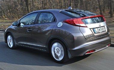 """A Civic Type-R-énél is merevebb, csatolt lengőkaros hátsó felfüggesztés hidroperselyes ágyazást, a """"megosztott"""" hátsó szélvédő pedig ablaktörlőt kapott"""