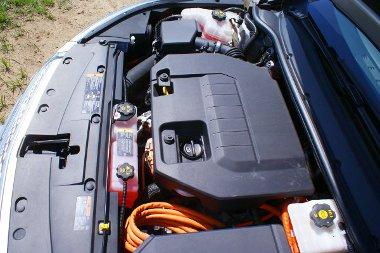 Nagyot tol az elektromotor, a benzinmotor hangja visszafogott