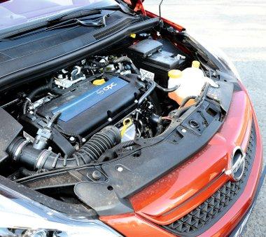 Nem túl vérmes az 1,6-os turbómotor hangja, de veszettül nyomatékos és pörgős. A csúcsnyomaték 280 Nm