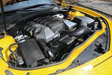Erős, nyomatékos, de ha nem padlózzuk, nem is fogyaszt sokat a V8-as